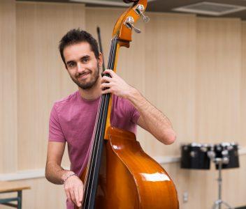 Étudiante au double DEC Musique - Sciences de la nature