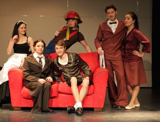 Prestation de théâtre par les étudiantes et étudiants d'Arts, lettres et communication