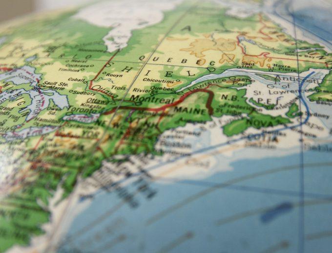 Globe terrestre exposant la région de Montréal en gros