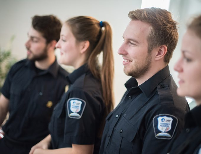 Quatre étudiants de Tecniques policières de profil