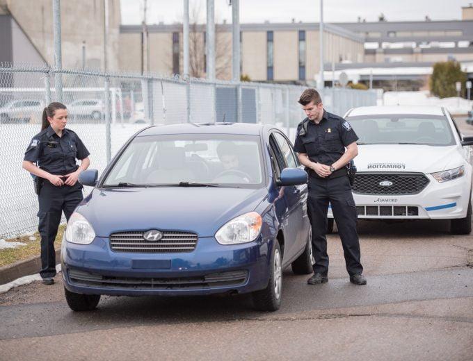 Arrestation d'un individu - simulation Techniques policières
