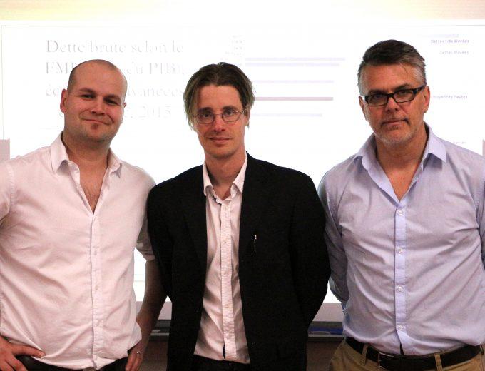 Pierre-Luc Bouchard et Philippe Fortin entoure le conférencier Simon Tremblay Pépin