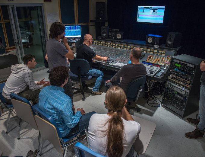 Cours de technologies sonores dans le studio