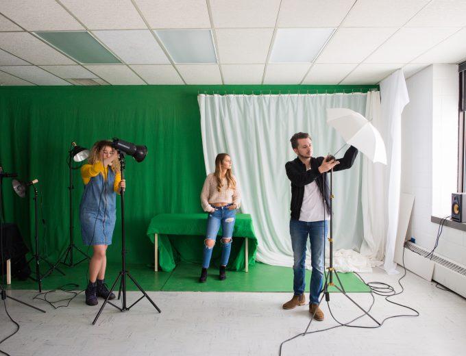 Séance photo par des étudiants d'Arts visuels et numériques