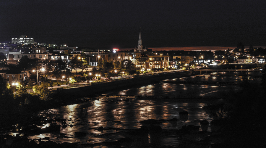 Centre-ville d'Alma en soirée