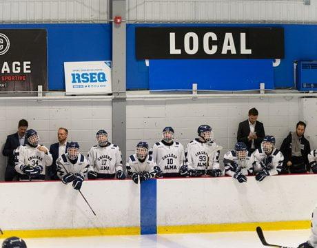 Banc des joueurs lors d'un match de hockey