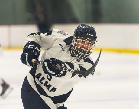Jeannois- Joueur de hockey effectuant un tir, décembre 2020