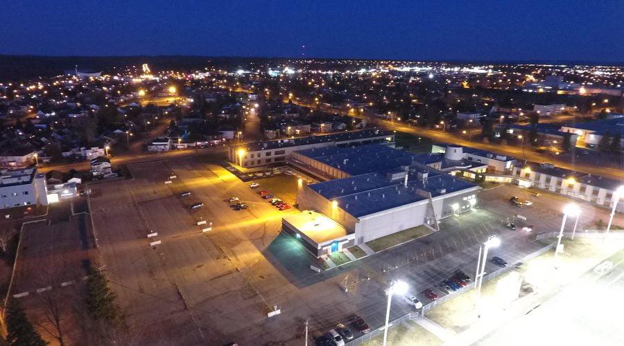 Vue aérienne en soirée du Collège d'Alma