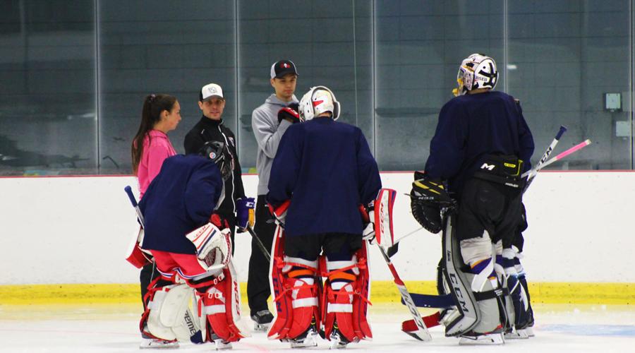 Académie de hockey des Jeannois - explication de l'entraîneur des gardiens