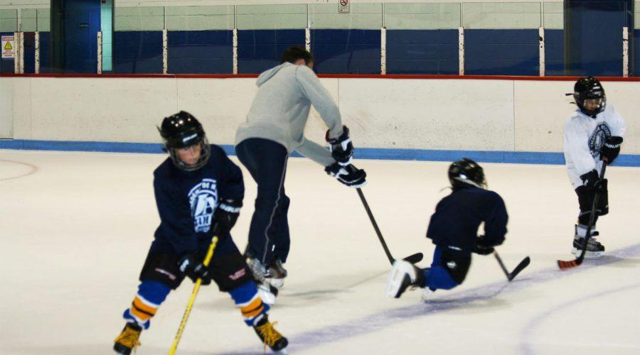 Académie des Jeannois - activité sur glace avec jeunes joueurs